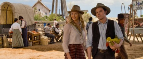 a-million-ways-to-die-in-the-west-charlize-theron-seth-macfarlane-600x249