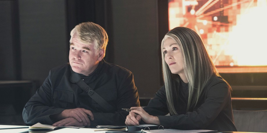 Mockingjay-Part-1-Phillip-Seymour-Hoffman-and-Julianne-Moore